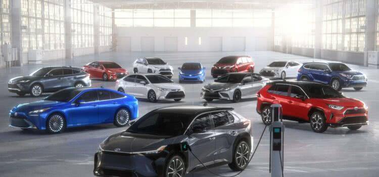 a Toyota delineou um gasto maciço de US $ 13,6 bilhões em pesquisa e produção de baterias
